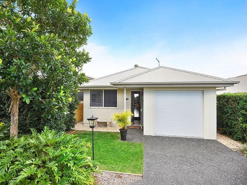 View profile: Re-Sale Airlie Contemporary 2 Bedrooms plus Study/Media Room